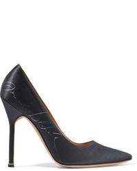 Zapatos de tacón de satén estampados negros