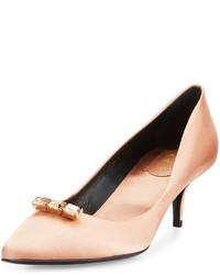 Zapatos de tacón de satén marrón claro