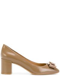 Zapatos de tacón marrón claro de Salvatore Ferragamo