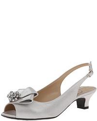 Zapatos de tacón plateados
