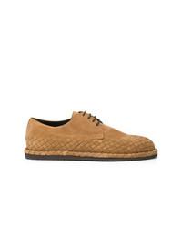 Zapatos derby de ante tejidos en tabaco de Bottega Veneta