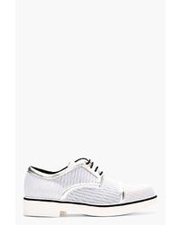 Zapatos derby de cuero tejidos blancos