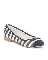 Zapatos en azul marino y blanco