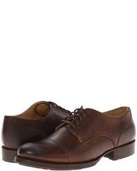 Zapatos oxford de cuero en marrón oscuro